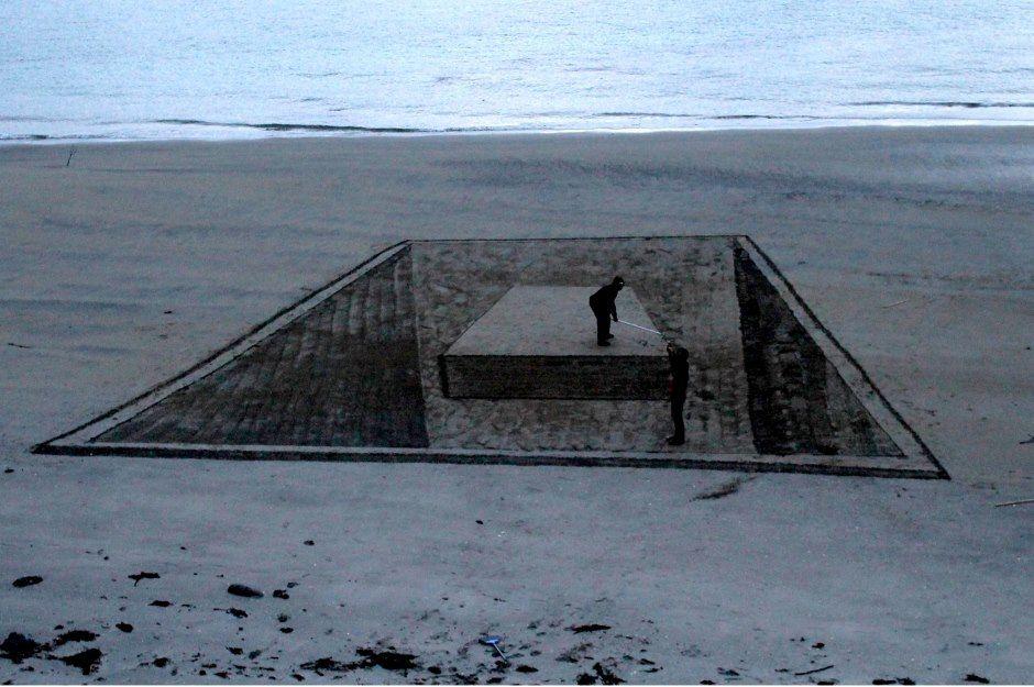Homens brincam com o desenho 3D