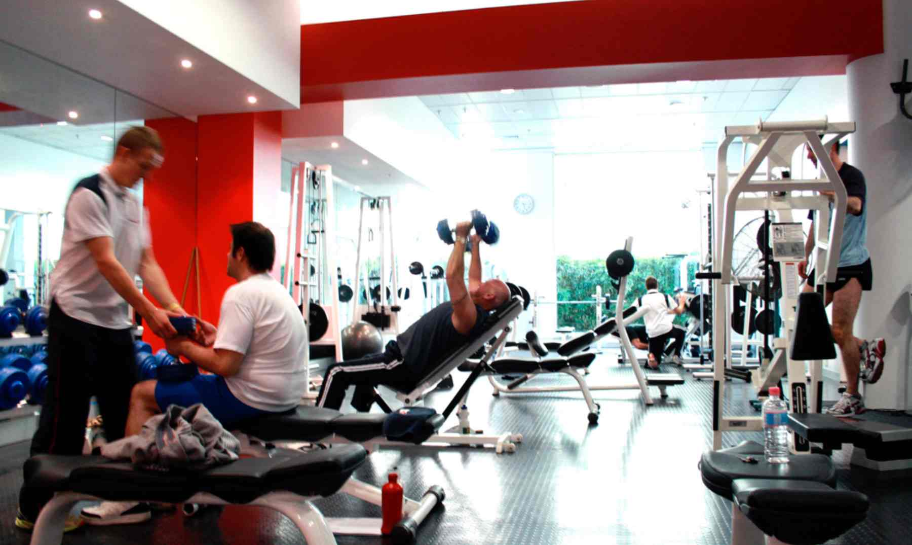 V deo gracioso de gente en el gym - Strumenti palestra in casa ...