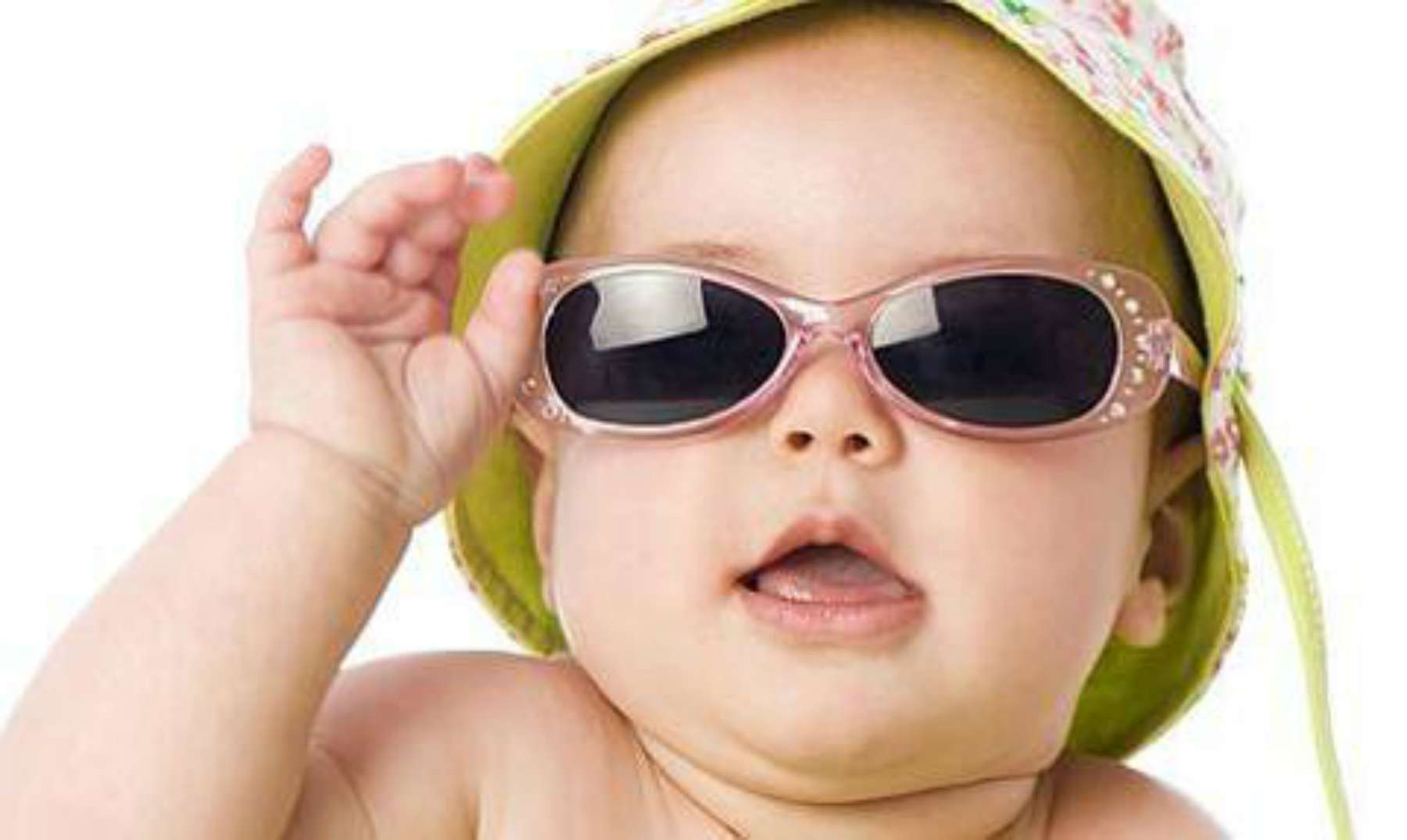 b4f7e27688 Esta bebé con gafas ¡ve bien por primera vez!