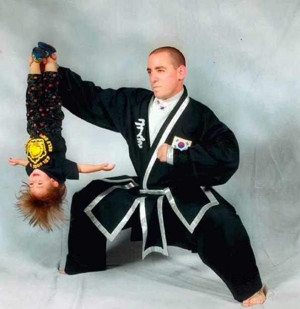 awkward-dad-family-photos