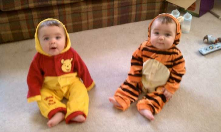 halloween-twins-costumes-17