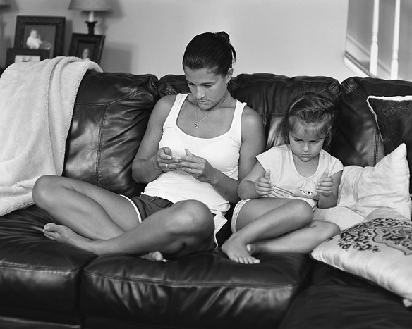 66504_108943_portraits-holding-devices-removed-eric-pickersgill-30_584_467