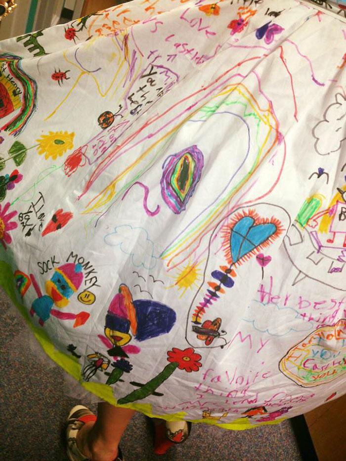 vestido-profesora-pintado-alumnos-chris-castlebury-1