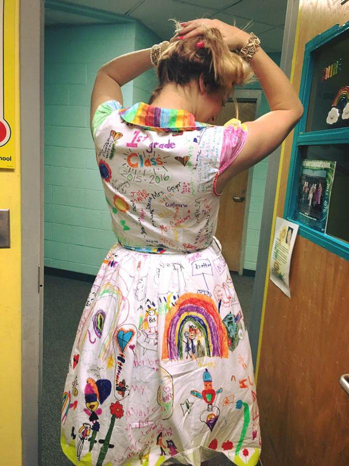 vestido-profesora-pintado-alumnos-chris-castlebury-3